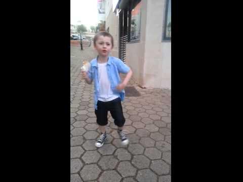 Un Bambino Danza Felice