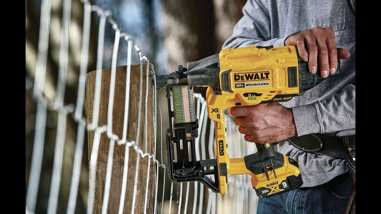 Review Dewalt 20v Max Xr Brushless 9 Gauge Fencing Stapler Youtube