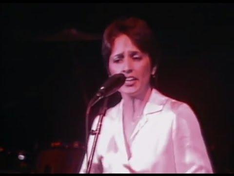 Joan Baez enter Mickey