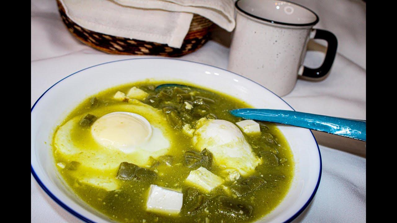 Huevos con Nopales en Salsa Verde