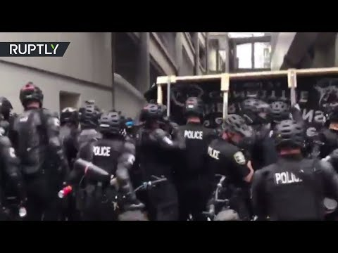 RAW: Seattle police use pepper spray as pro-Trump and Antifa protesters face off