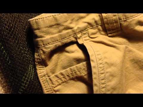 Современные мужские жилеты для костюмов изготавливаются в классическом консервативном стиле, который характерен для пиджаков и офисных брюк. Основным материалом изготовления выступает плотный текстиль, однако для зимних моделей дизайнеры выбирают шерсть или вискозу. Актуальный.