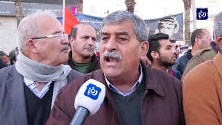 مسيرة متزامنة بالضفة وغزة تنادي بالوحدة وتغليب الوطنية بدلًا من الحزبية - (12-1-2019)