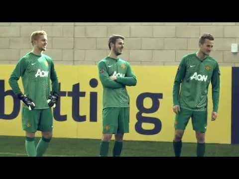 Man United legend Dwight Yorke - bwin Goalkeeper Challenge