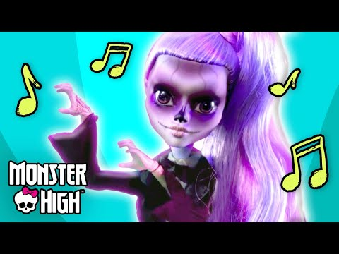"""Gaga for Ghouls"" Official Music Video l Monster High"