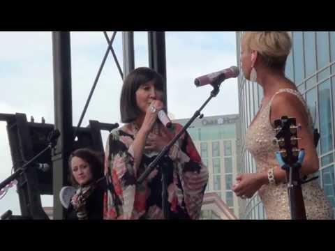 Lorrie Morgan & Pam Tillis - I Am A Woman