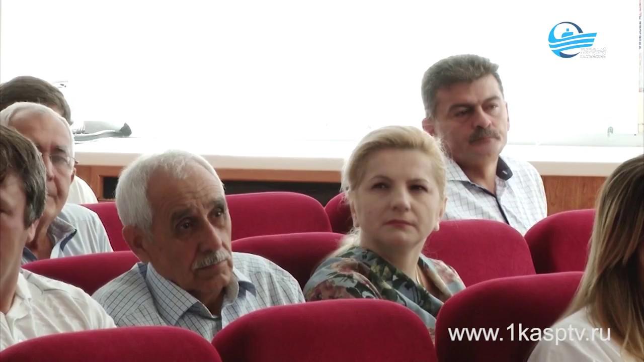 Проблемы Каспийска обсудили на аппаратном совещании в городской администрации
