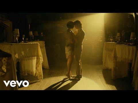 Смотреть клип Leslie Grace - Bachatica