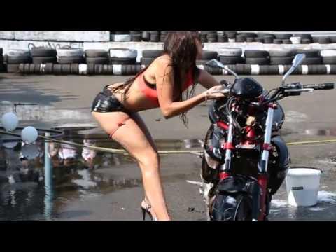 Мото бикини девушки видео