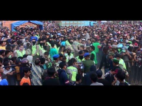 Tawuran ribuan penonton dangdut Live Om Monata , jaran goyang
