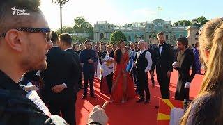 Офіційна церемонія відкриття «Євробачення»  «голівудська» атмосфера червоної доріжки
