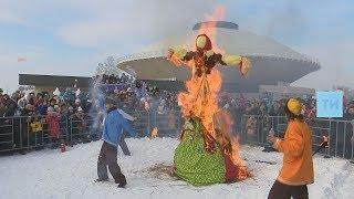 На площади Тысячелетия казанцы сожгли чучело Масленицы и попрощались с зимой