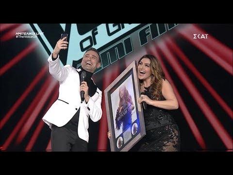 """Έλενα Παπαρίζου – Απονομή πλατινένιου δίσκου """"Ουράνιο Τόξο"""" – The Voice Of Greece"""