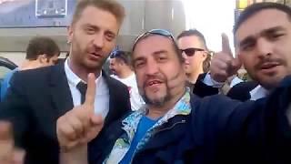 Le Iene Stefano Corti e Alessandro Onnis salutano i fans col Salutatore