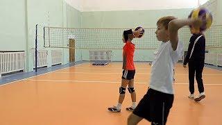 Волейбол обучение. Дети. Упражнения у стены с мячами