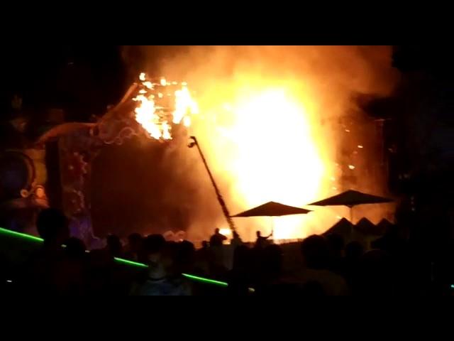 Fuego en Tomorrowland