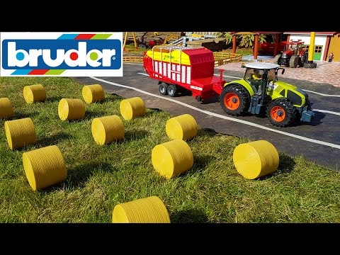 BRUDER RC TRACTORS transport hey to the barn
