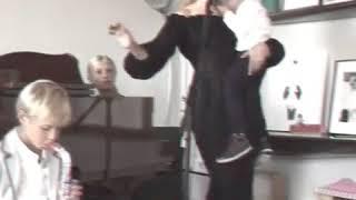 Поет Наталья Водянова