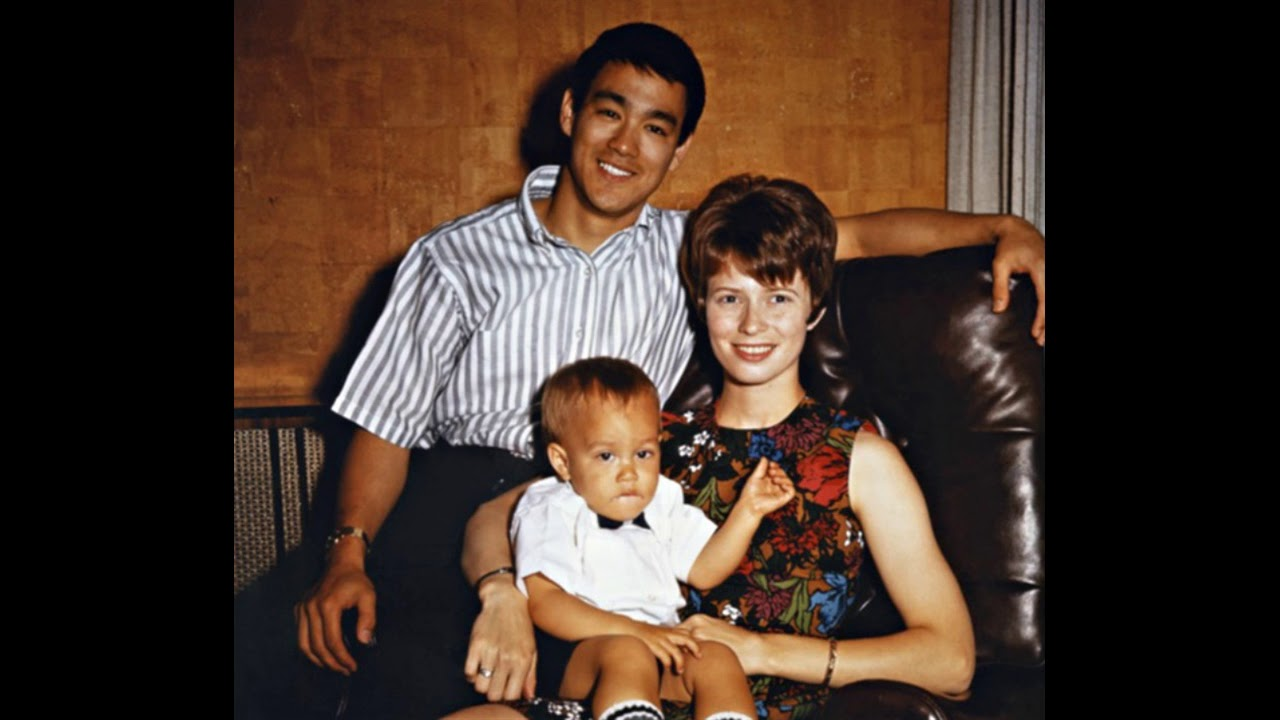 Actor Bruce Lee with his wife and Their son and Their ...
