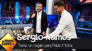El regalo de Sergio Ramos que sorprende a Pablo Motos: una hormiga de bronce - El Hormiguero 3.0