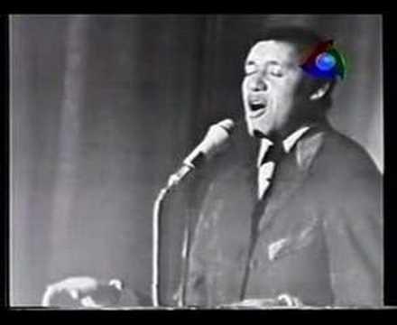 Agostinho dos Santos canta