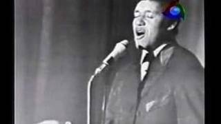 """Agostinho dos Santos canta """"Estrada do Sol"""""""
