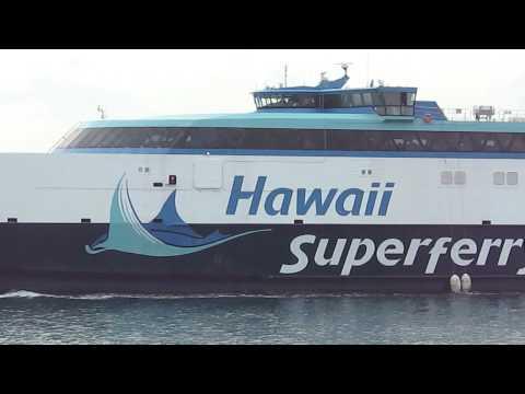Hawaii Superferry Leaves Islands