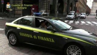 Bologna, nullatenenti ma nel lusso: sequestrati beni a nomadi