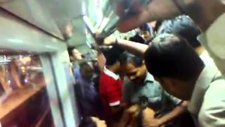 Delhi METRO mein Girl FIGHT 2016-- Viral Videos