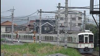 東飯能駅を出発する西武池袋線下り4000系
