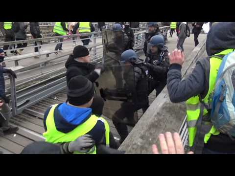 French Rocky: Yellow Vest protester boxes group of policemen and walks away