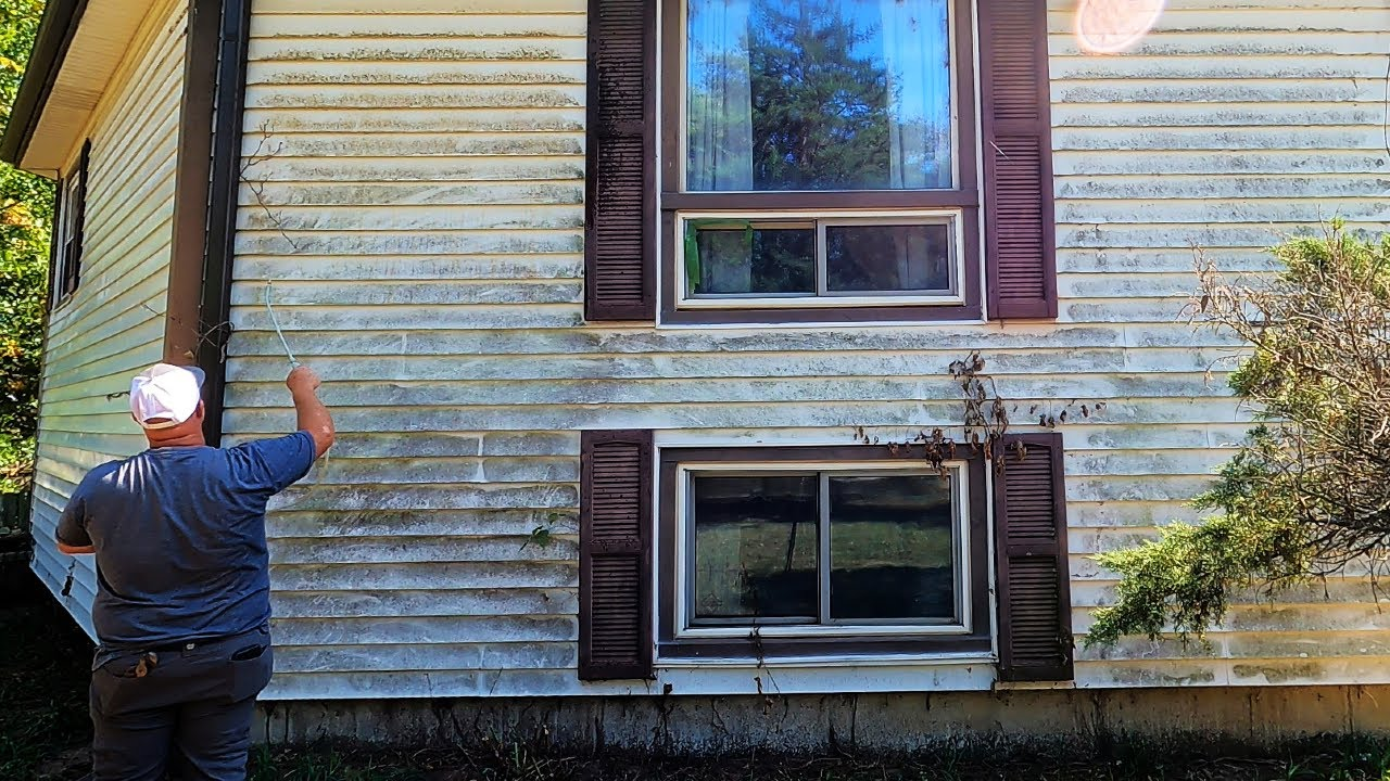 Mom With Cancer Wants Dirt and Green Algae Cleaned Off Her House