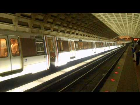 DC Metro (WMATA): Vienna Bound Orange Line train at Farragut West