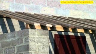 видео Односкатная крыша гаража: как сделать расчет угла наклона, так же строительство беседки