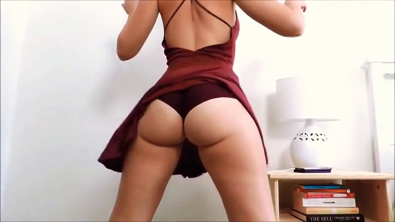 Download Slender girl in a swimsuit shakes her ass to the music of erotica dancing beauty skinny ass twerk