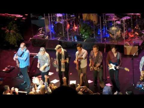 """Beach Boys + John Stamos Sing """"Barbara Ann"""" + """"Fun Fun Fun"""" - Boston 7/9/16"""