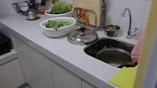 公屋裝修186:www.house123ok.com元朗水邊圍邨山水樓4-5人單位隔3房油漆翻新鋪地磚廚柜裝修短片(3)97768366張生