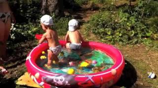 Купаемся в бассейне