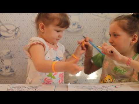 Виктория и Эвелина ,раскрашивают раскраски. Fox Channel.