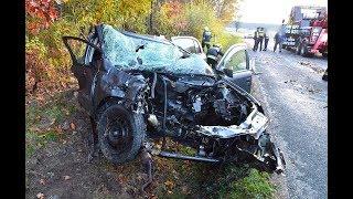Félfrontálisan ütközött kamionnal az Opel  - erdőbe repült a motorja