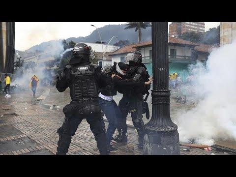 شاهد: احتجاجا على وحشية الشرطة خلال الاحتجاجات.. وقفة بالشموع في بوغوتا…  - 10:58-2021 / 5 / 7