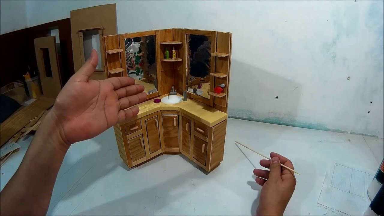 Como hacer un mueble tocador de bao para muecas Parte 1