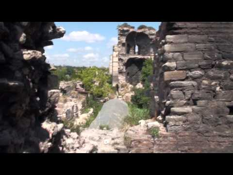 Istanbul~Climbing on Ancient Walls of Constantinople