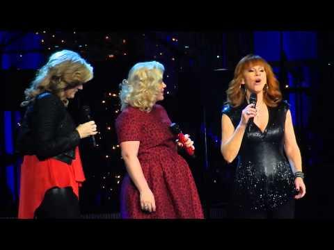 Kelly Clarkson, Trisha Yearwood and Reba - Silent Night   Nashville Dec 20 2014 Mp3