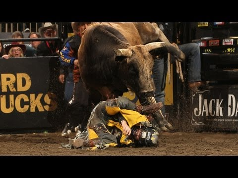 Wreck pbr 39 s pistol robinson breaks both legs at madison - Bull riding madison square garden ...