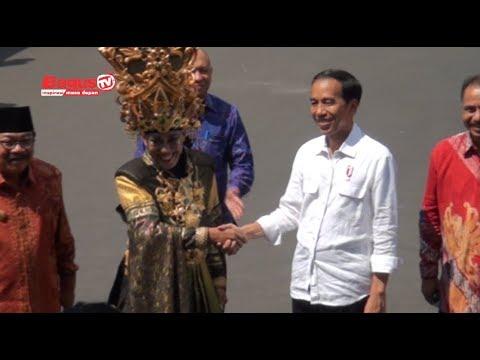 Detik Detik Presiden Jokowi Datang Di Runway Jember Fashion Carnaval (JFC 2017)