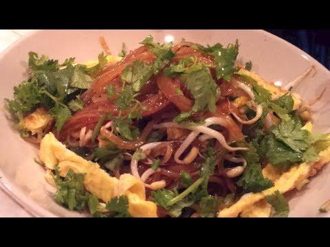 C/w Nana: Lao Fried Noodles (ຂົ້ວໝີ່ = Kua Mii)