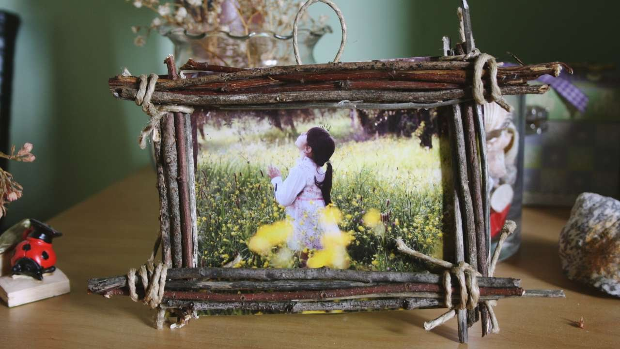 How To Make A Country Wood Frame For Your Photos - DIY Home Tutorial ...