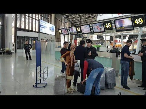 Духтари точик против ментой аэропорти Домодедово