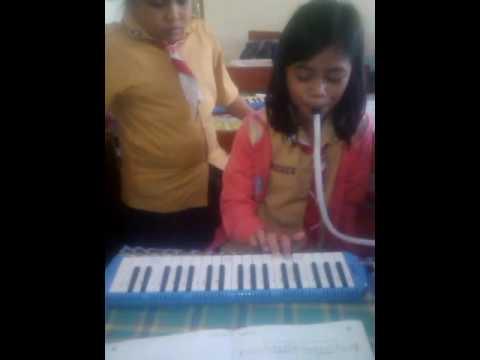 Lagu yamko rambe yamko dengan pianika